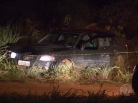 Várias balas foram encontradas na lataria do veículo que o jovem dirigia