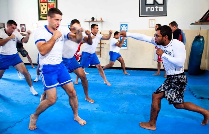 """""""Wolverine"""" do UFC dá aula de MMA para policiais da Rota - Mais ..."""