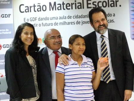 Cartão Material Escolar começa a ser distribuído para 130 mil alunos do DF