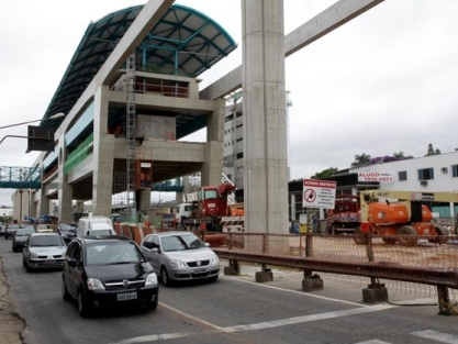 Obras do monotrilho do metrô interditam avenida na zona leste de SP