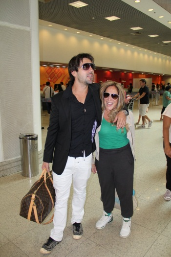 Susana Vieira e Sandro Pedroso namoram em aeroporto - Foto 1 ...