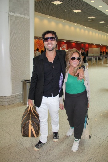 Susana Vieira e Sandro Pedroso namoram em aeroporto - Foto 2 ...