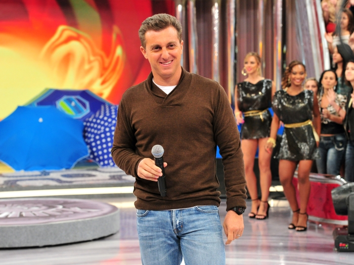 Luciano Huck promete mostrar o rosto da ca&ccedil;ula: &quot;Hoje voc&ecirc;s v&atilde;o ...