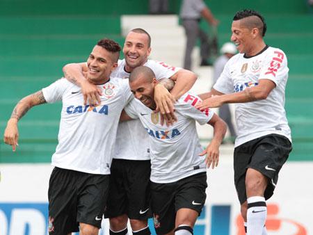 Corinthians perde Cássio e Renato Augusto mas vence o Guarani por 1 a 0