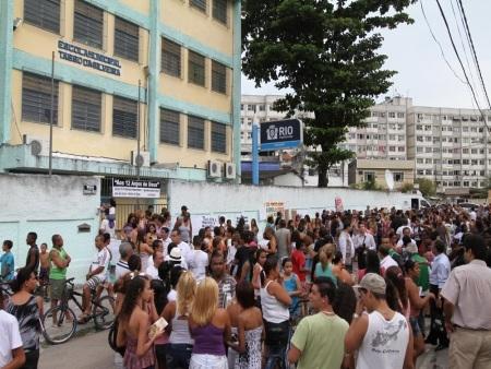 2 anos massacre Realengo: familiares das vítimas fazem homenagens para as vítimas