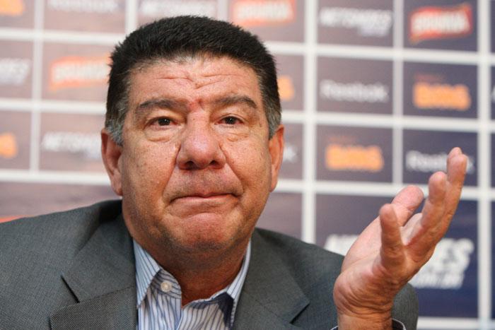 """Joel Santana sobre elenco do Palmeiras: """"Não tem banco, tem poltrona"""""""