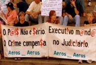 Ex-funcionários da Varig fazem manifestação no centro
