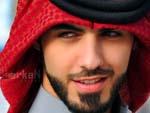 Modelo aproveita notícia de árabes deportados e fica famoso nas redes sociais