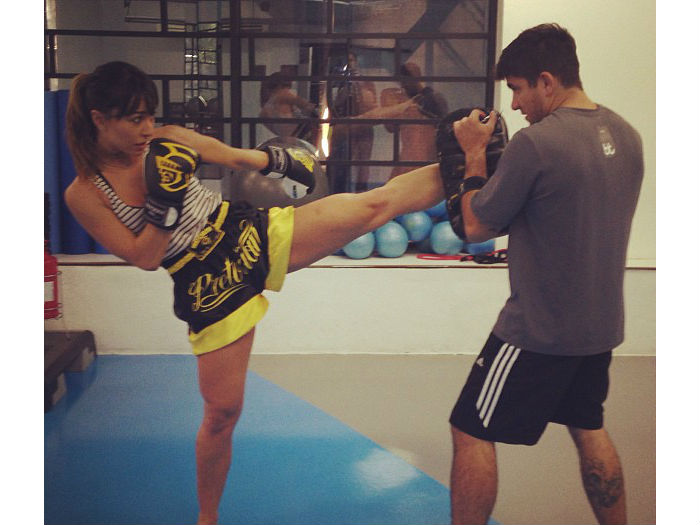 De shortinho, Sabrina Sato treina muay thai - Famosos e TV - R7