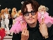 Johnny Depp coleciona Barbies! Veja outros