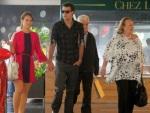 Paolla Oliveira leva família toda para passeio no shopping