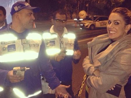 Vitor Belfort e Joana Prado postam foto ao serem parados em blitz ...