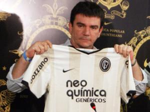 Andrés comemora valor da camisa do Timão semelhante à do Barça