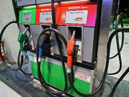 Resultado de imagem para gasolina posto
