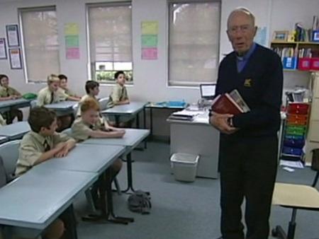 http://i2.r7.com/professor-mais-velho-do-mundo-hg-20121015.jpg